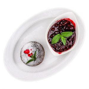 Édes pillanatokra: Csokoládé szuflé, fűszeres erdei gyümölcsök, tejszínhab