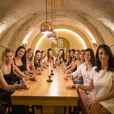 Borkóstoló - Kóstolósoraink választástól függően 4-6 fajta bort tartalmaznak.